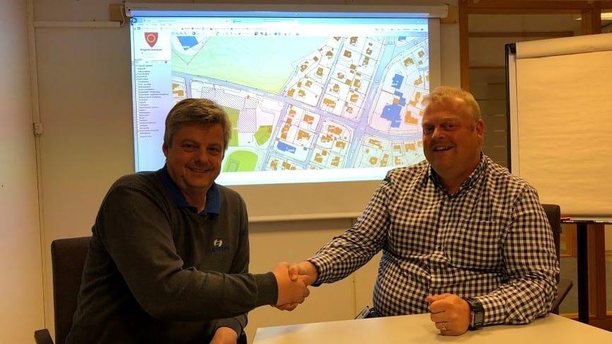 Kontraktsignering mellom Ringerike kommune og Isachsen Anlegg avd. Romerike