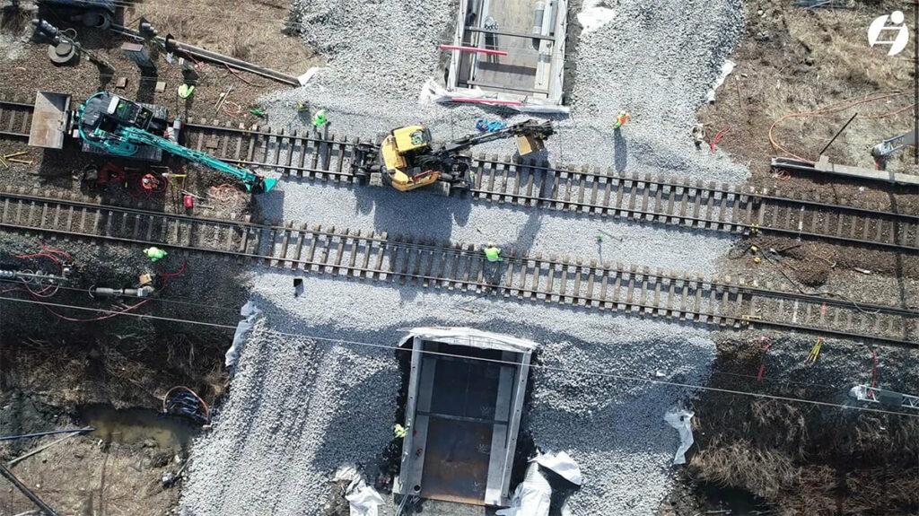 Arbeid med montasje av ny jernbanekulvert